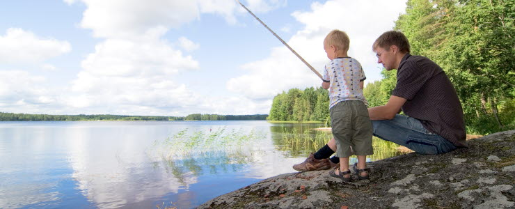 Kalastusta järvellä. Kuvaoikeudet: Visit Finland